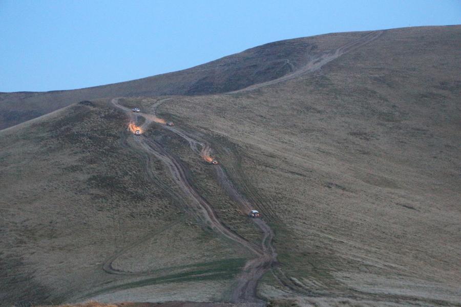land rovery w górach